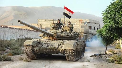 استقدم الجيش السوري تعزيزات عسكرية إلى مقر اللواء 93 في مدينة عين عيسى