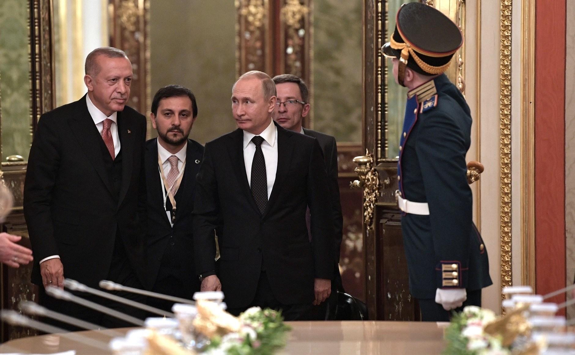 بعد ناغورنو كاراباخ.. هل يجرب إردوغان حظه في القرم؟