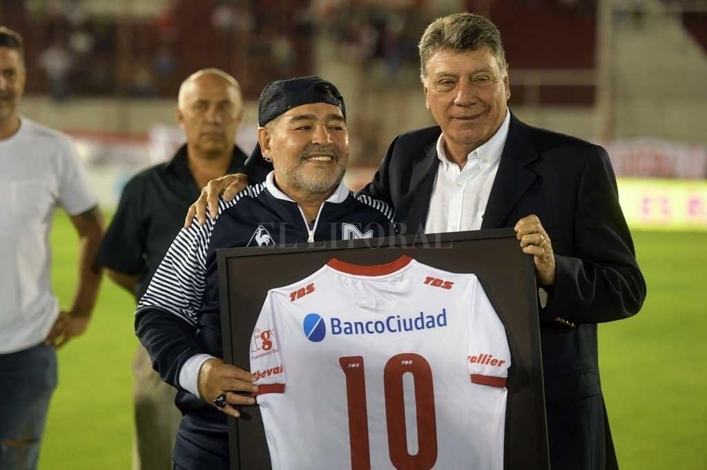 الملاعب الأرجنتينية تحتفي بمارادونا .. حيث يحل دييغو تعم الإحتفالات
