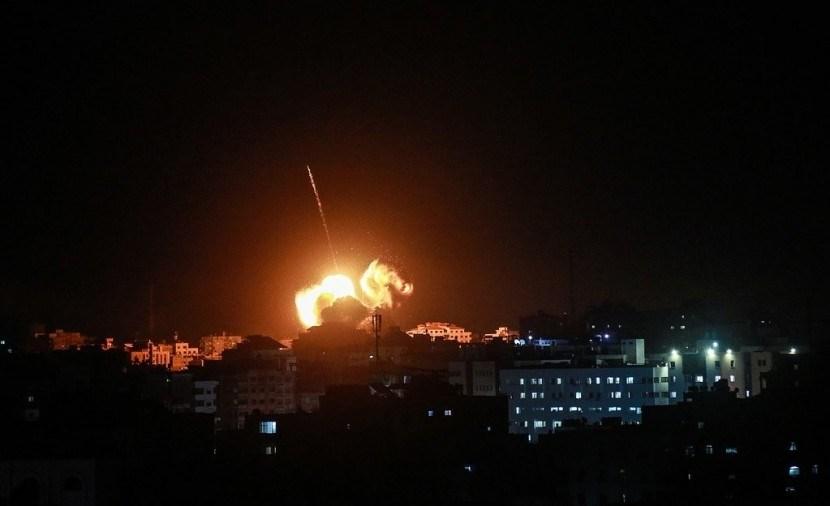 غزة: الجيش الإسرائيلي يستهدف موقعاً للمقاومة وسط القطاع