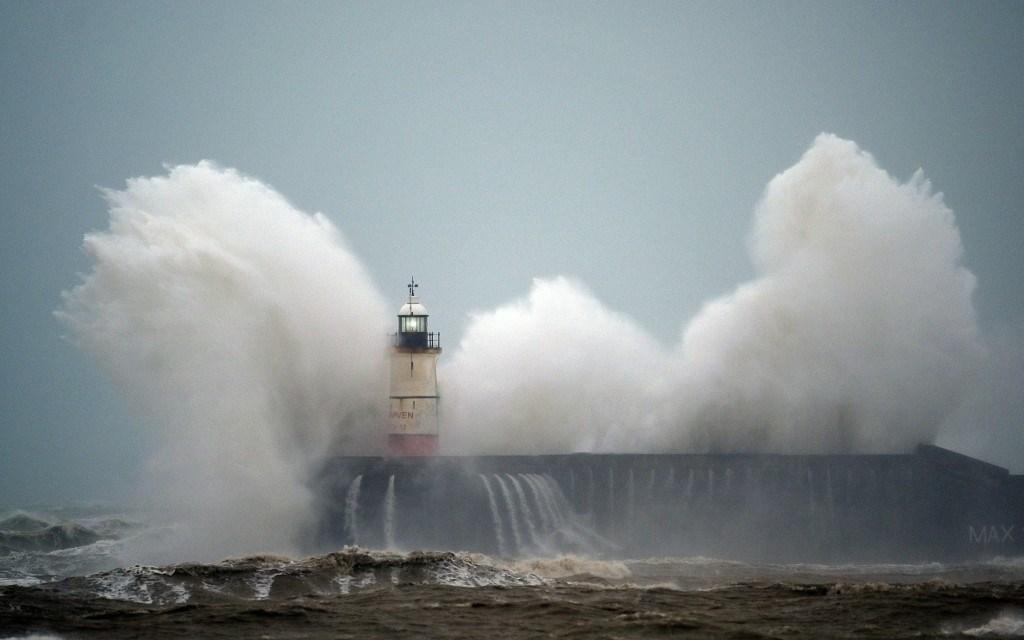 """دول أوروبية تعلن الإنذار الأحمر والبرتقالي تخوفاً من العاصفة """"كيارا"""""""