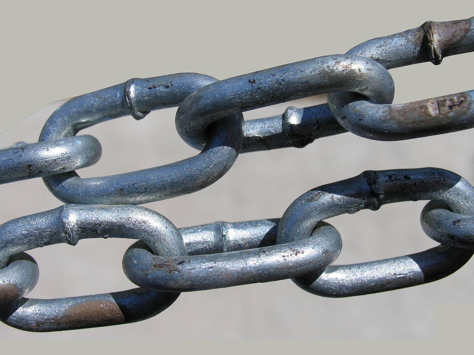 العبوديّة الطّوعيّة.. لماذا نقيّد أنفسنا بالسلاسل؟