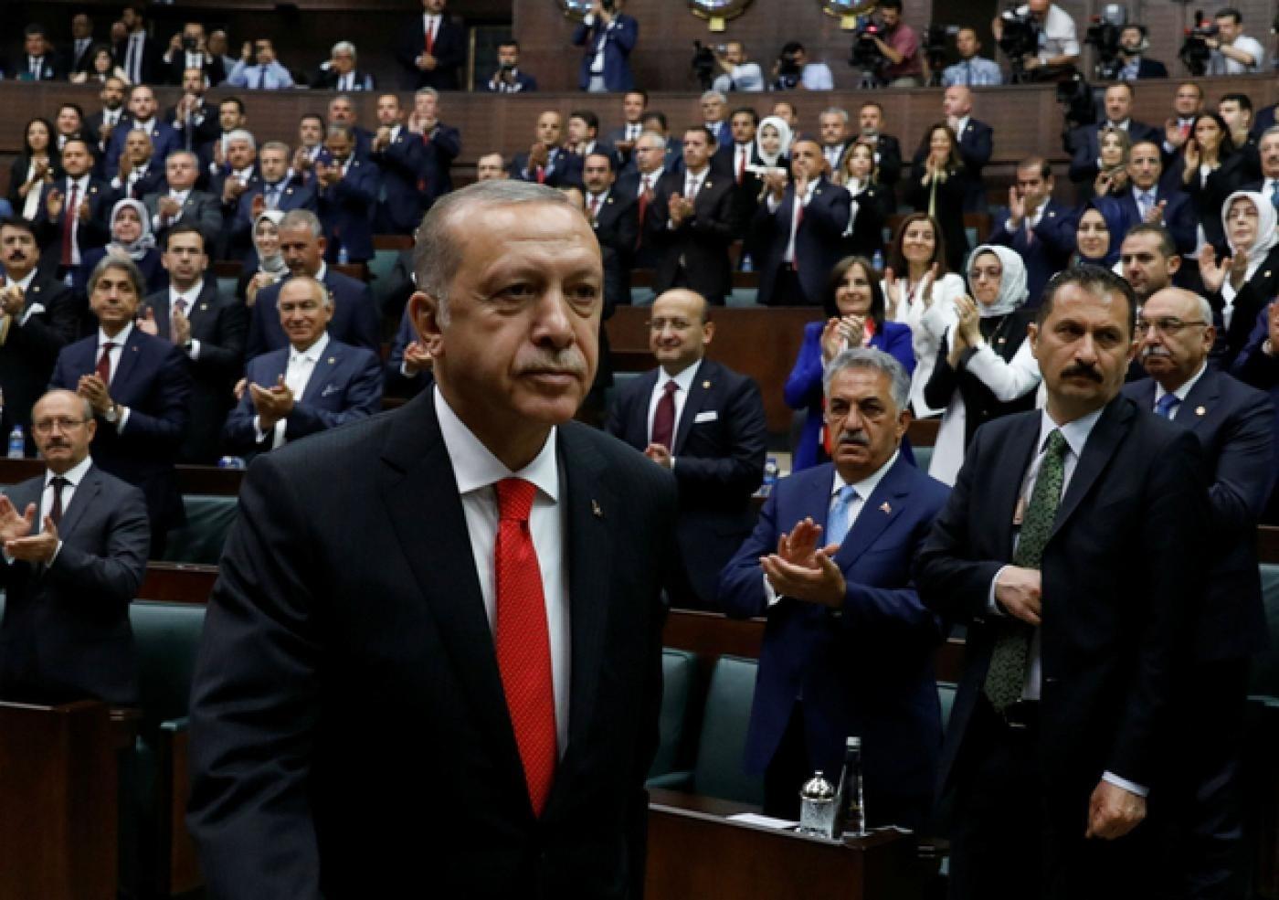 """إردوغان يهدد بضرب الجيش السوري """"في كل مكان"""""""