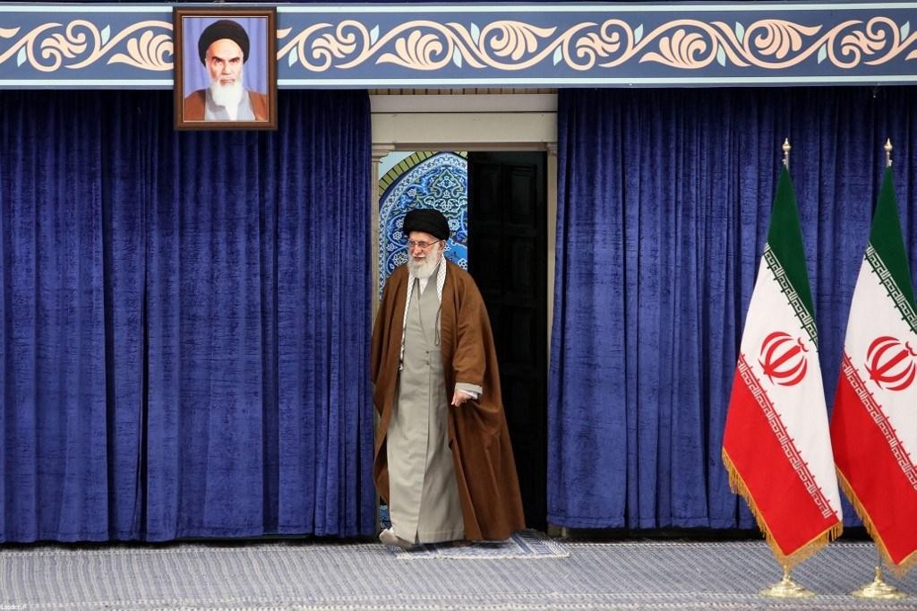 انطلاق انتخابات مجلسي الشورى وخبراء القيادة في إيران وخامنئي يدلي بصوته