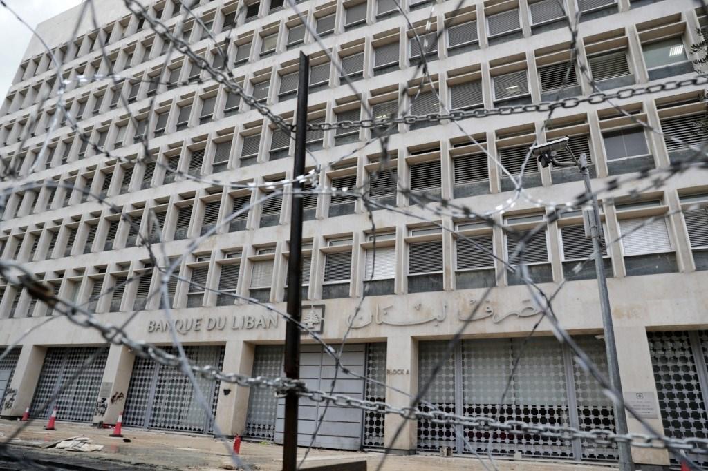 توتر أمام المصرف المركزي ووفد من صندوق النقد يبدأ جولته في لبنان