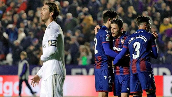 خسارة ريال مدريد تمنح الصدارة لبرشلونة