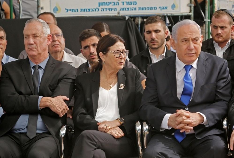 وسائل إعلام إسرائيلية: مقربون من نتنياهو يتجسسون على غانتس