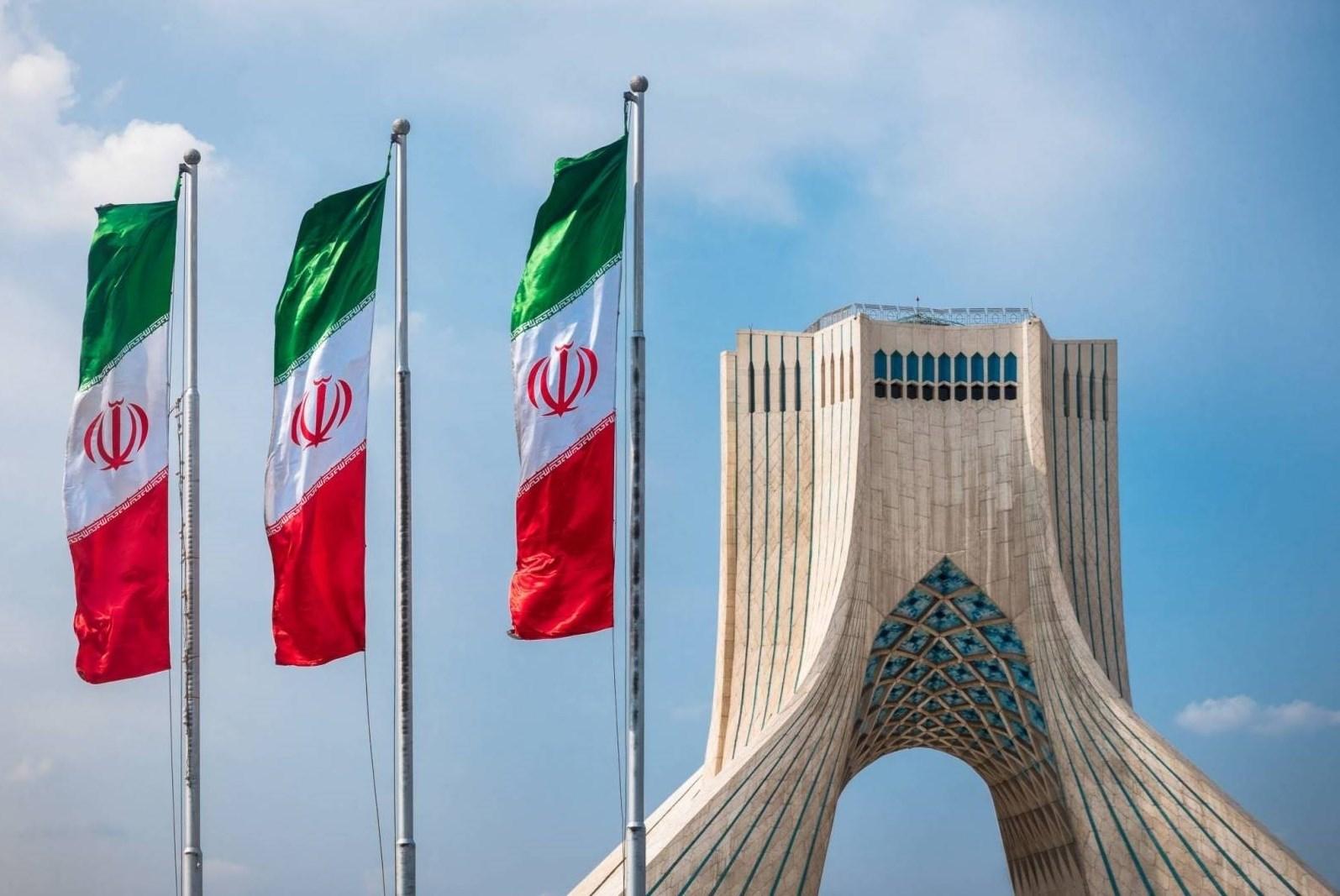 """طهران لبومبيو: مواجهة """"كورونا"""" تحتاج إرادة عالمية لا مواقف استعراضية"""