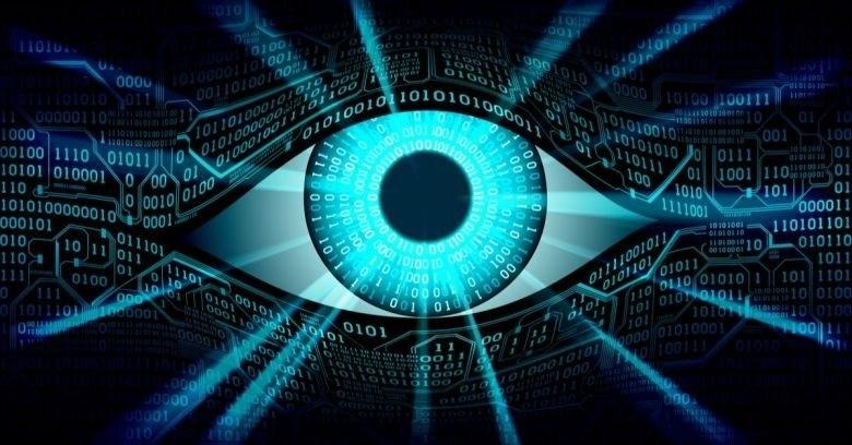 ما أهمية بياناتنا، وكيف ننجو من المراقبة؟