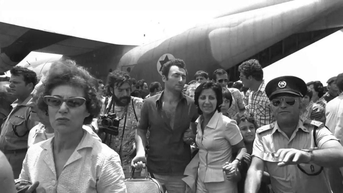 غارات آل نتنياهو على مطار عنتيبي: لمن الرصاصة الأخيرة؟