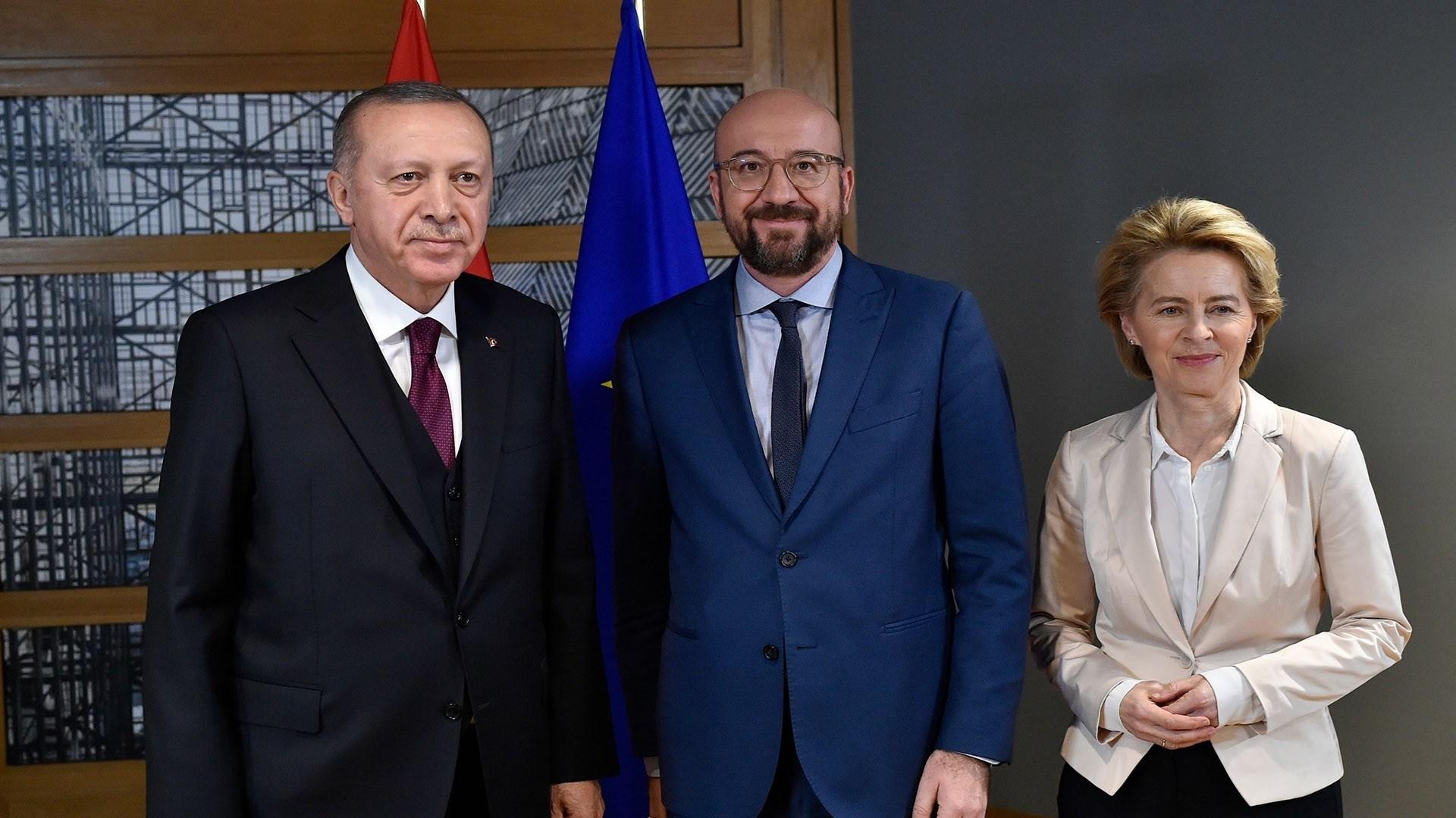 الاتحاد الأوروبي وتركيا يباشران العمل لمراجعة اتفاقية الهجرة