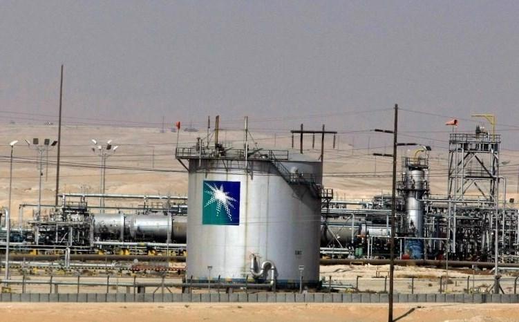 """""""بسبب أزمة أسعار النفط"""".. الحكومة السعودية تطلب التأهب لخفض كبير بالميزانية"""