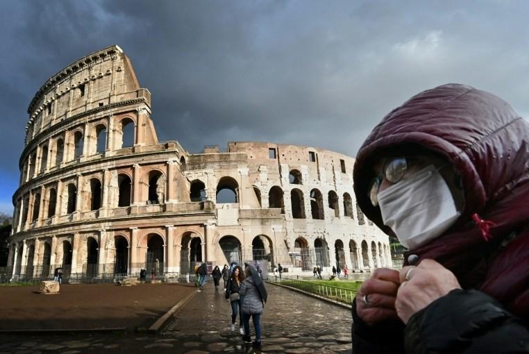 """للحدّ من تفشّي """"كورونا"""".. إيطاليا تغلق كل المتاجر ما عدا محال الأغذية والصيدليات"""
