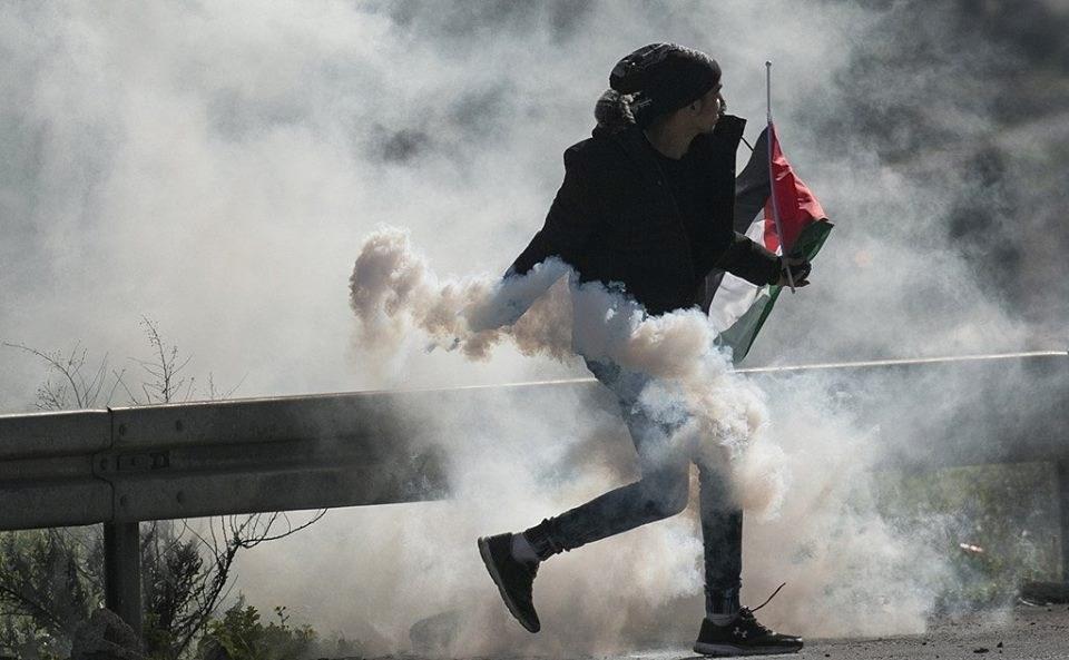 قوات الاحتلال تقتحم بلدة العيساوية وتعتقل والدة أسير و3 آخرين
