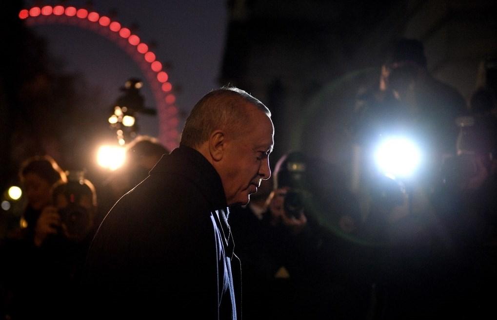 من القوة الناعمة إلى القوة الخشنة.. إردوغان وحيداً