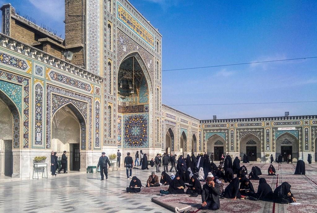 إيران تعلن إغلاق حرم الحضرة الرضوية في مدينة مشهد بسبب كورونا