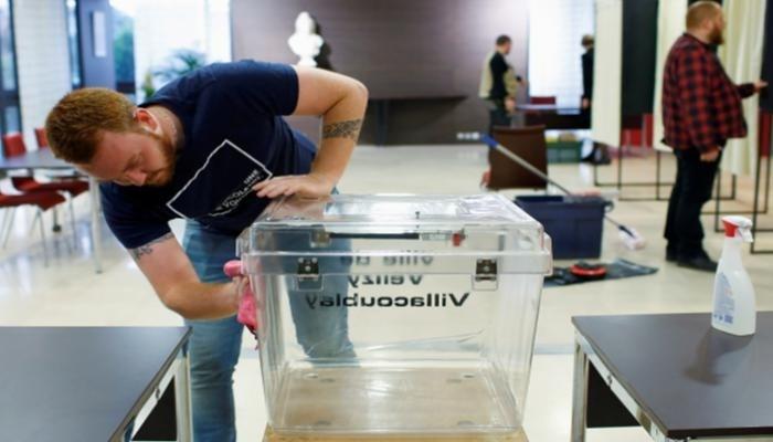 وسط إجراءات صحية مشددة.. الناخبون الفرنسيون يدلون بأصواتهم