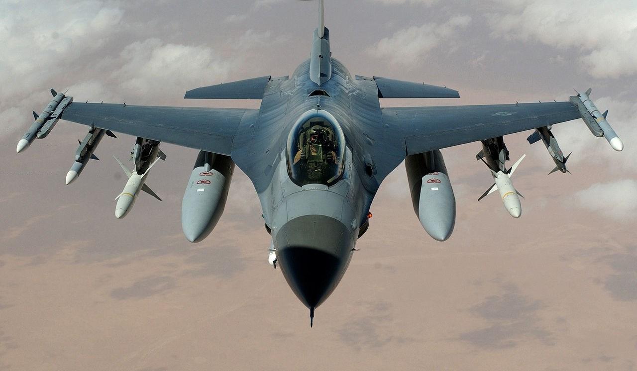 القوات المسلحة اليمنية تتصدى لطائرتين حربيتين للتحالف السعودي في الجوف