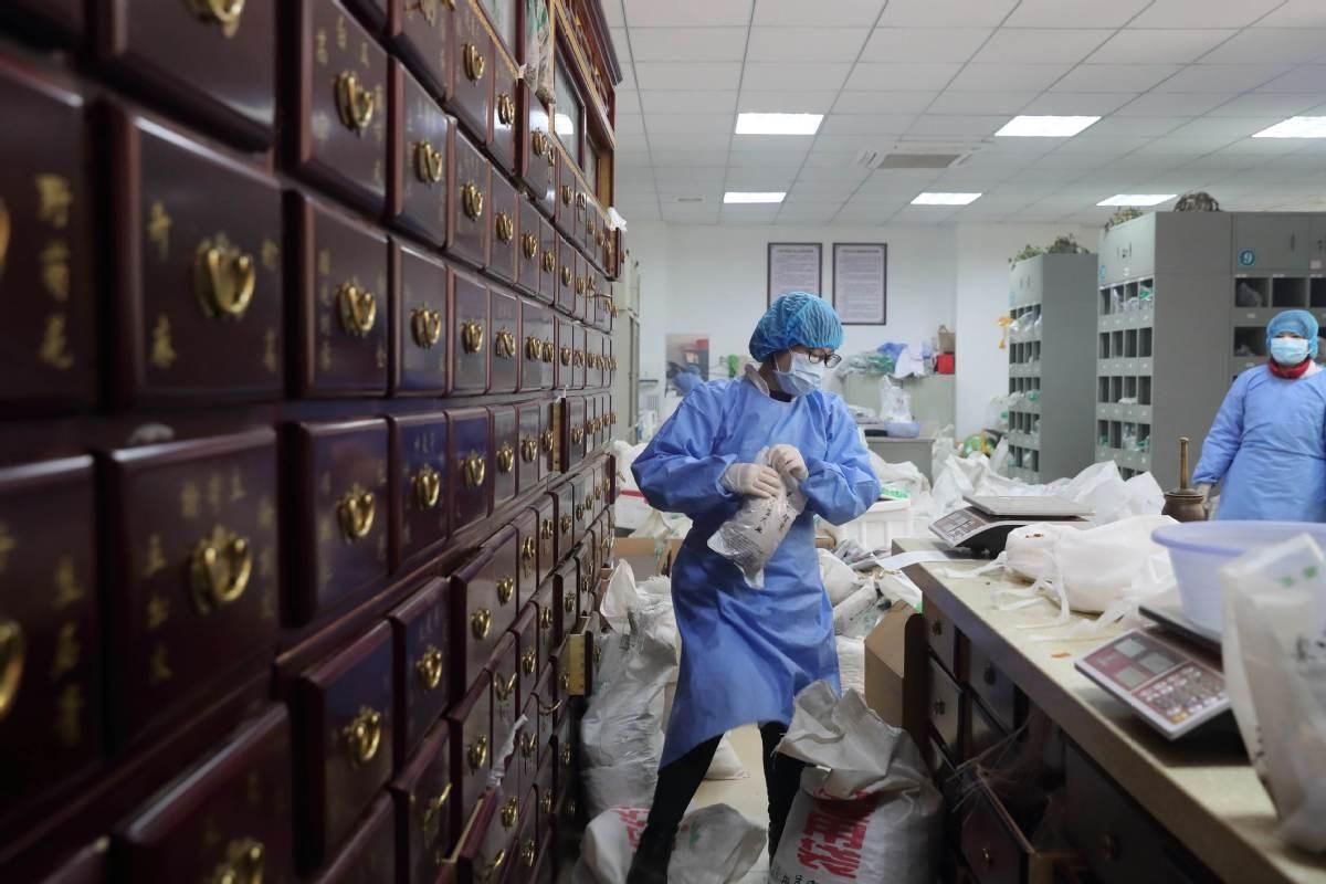الطب الصيني التقليدي يساهم في علاج كورونا