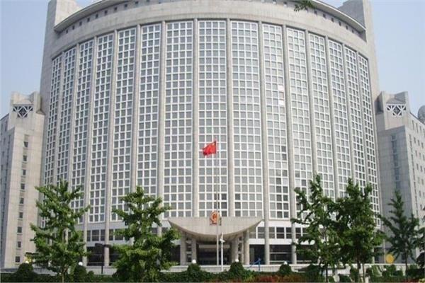 الصين: لرفع العقوبات فوراً عن إيران التي تكافح كورونا