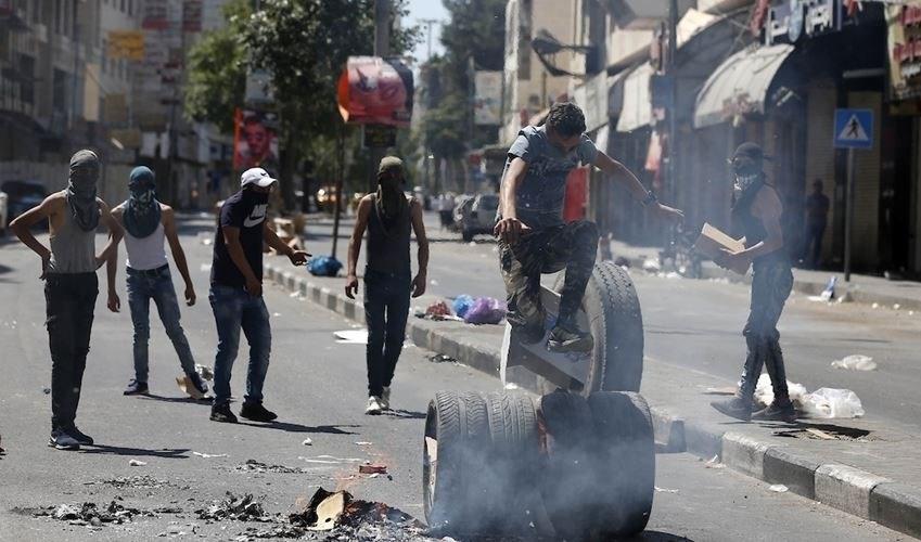 """الفلسطينيون يتصدون لقوات الاحتلال  في""""العيساوية"""""""
