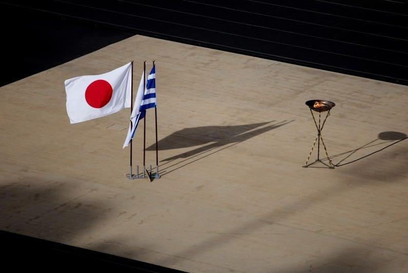 تسليم صامت لشعلة أولمبياد 2020!