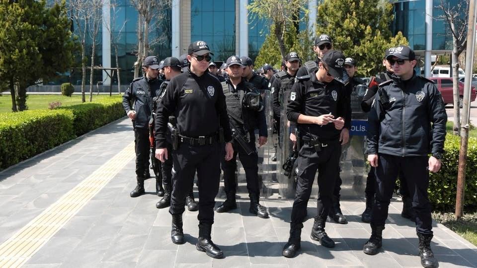 """السلطات التركية تعتقل 19 شخصاً روجوا """"كتابات تنشر الخوف"""" عن كورونا في البلاد"""