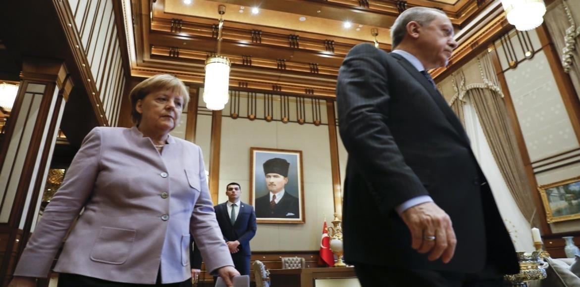 عبر الفيديو.. إردوغان يبحث مع زعماء أوروبيين الوضع في سوريا وأزمة المهاجرين