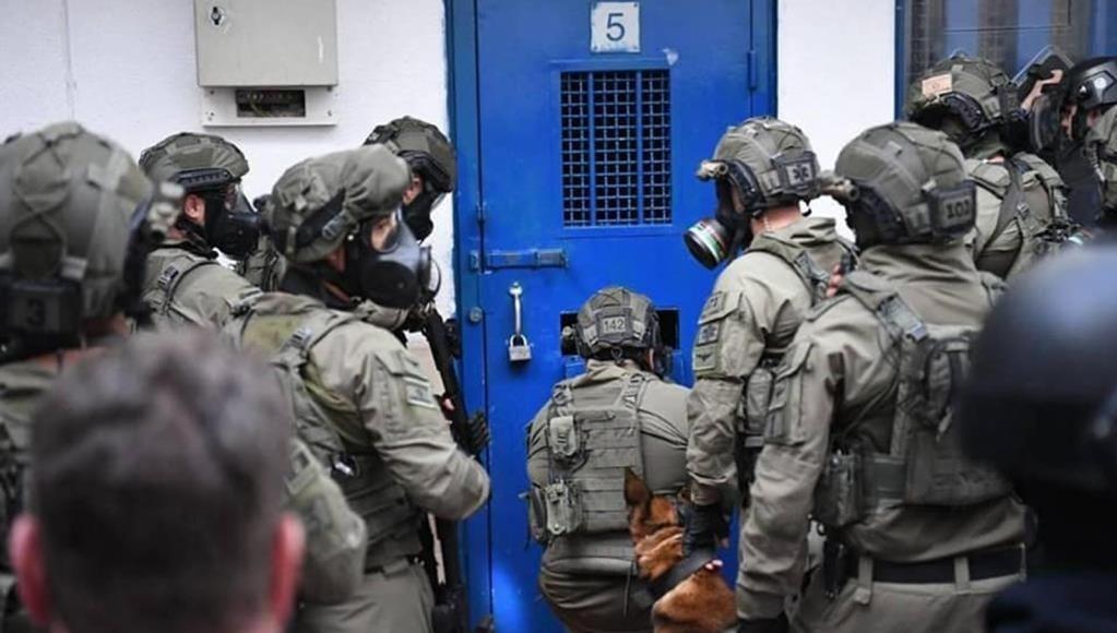سلطات الاحتلال تمتنع عن فرض إجراءات وقائية لحماية الأسرى
