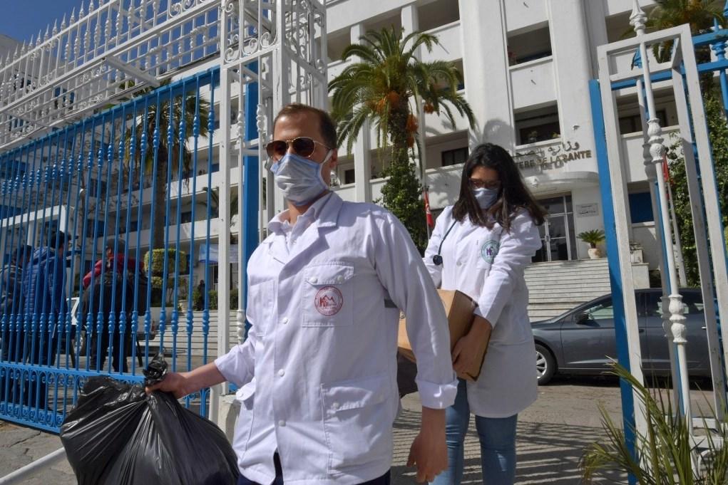 """""""الكورونا"""": عندما توحد المصائب التونسيين"""