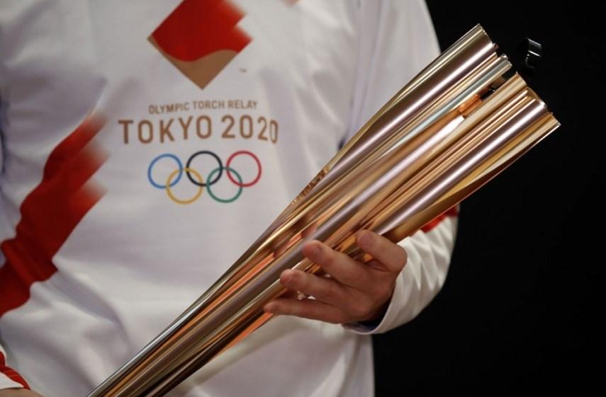 في غياب الجمهور... منظّمو أولمبياد طوكيو يتسلّمون الشعلة الأولمبية