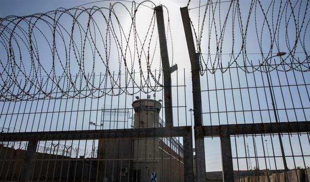 قراقع للميادين: الوضع في السجون خطير ولم تتخذ السلطات أي إجراءات وقائية