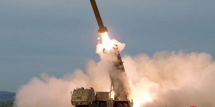 سيول تعلن أن بيونغ يانغ أطلقت مقذوفين مجهولين باتجاه بحر اليابان