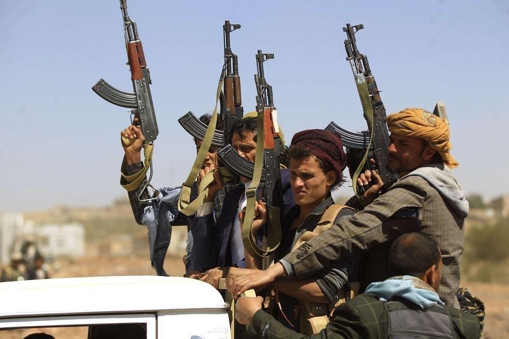 """الدفاعات الجوية اليمنية تتصدى لطائرات حربية لـ""""التحالف"""" في مأرب و120 خرقاً في الحديدة"""