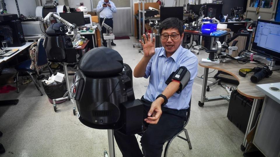 """روبوتات في مستشفيات """"بانكوك"""" للمساعدة في محاربة فيروس كورونا"""