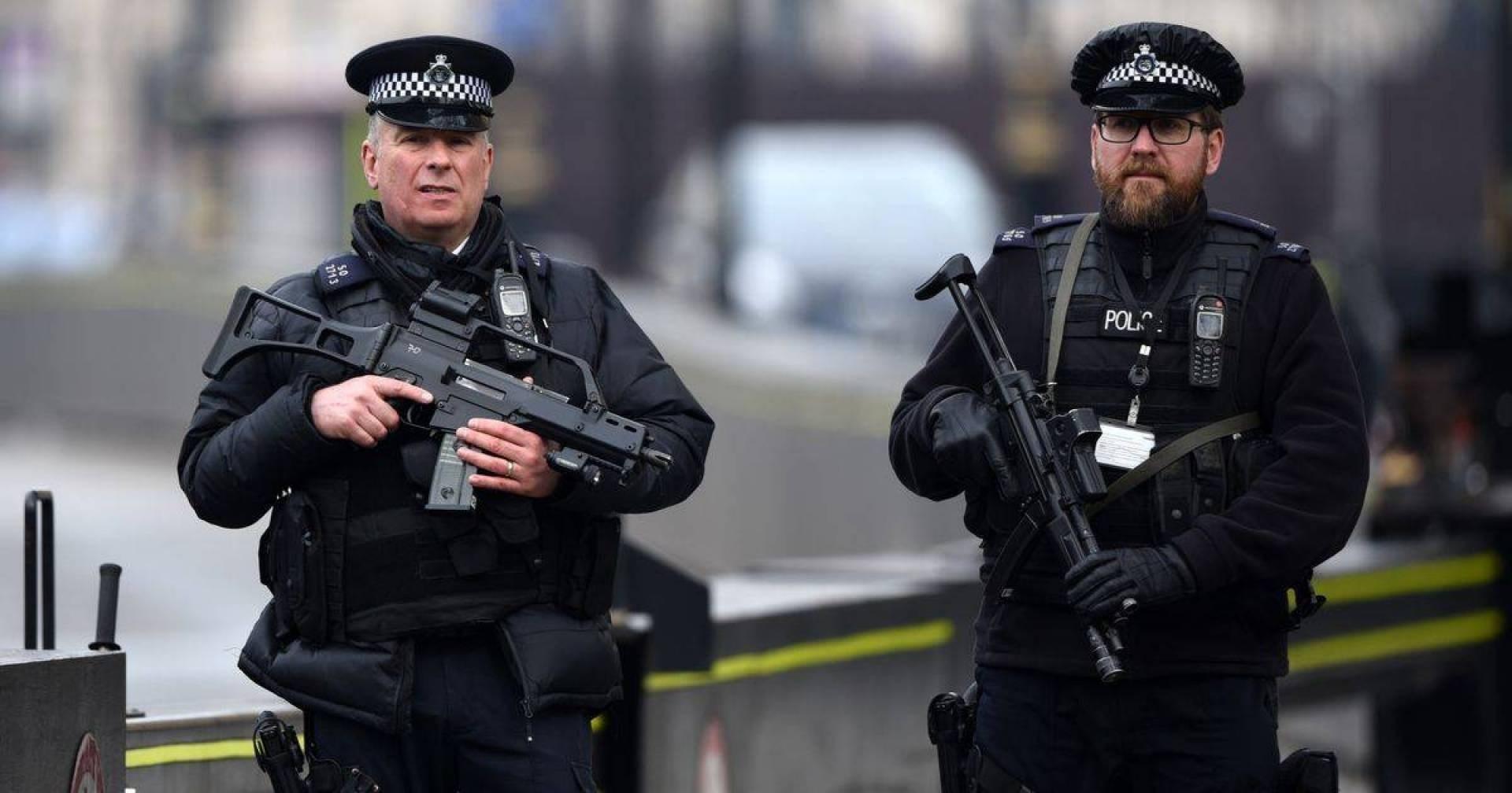 الشرطة البريطانية تتهم رجلاً بإنتاج دواء مزيف لعلاج فيروس كورونا
