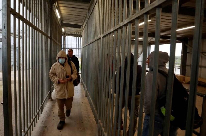 الاحتلال يفرض تعتيماً كاملاً على أوضاع 4 أسرى مصابين بكورونا