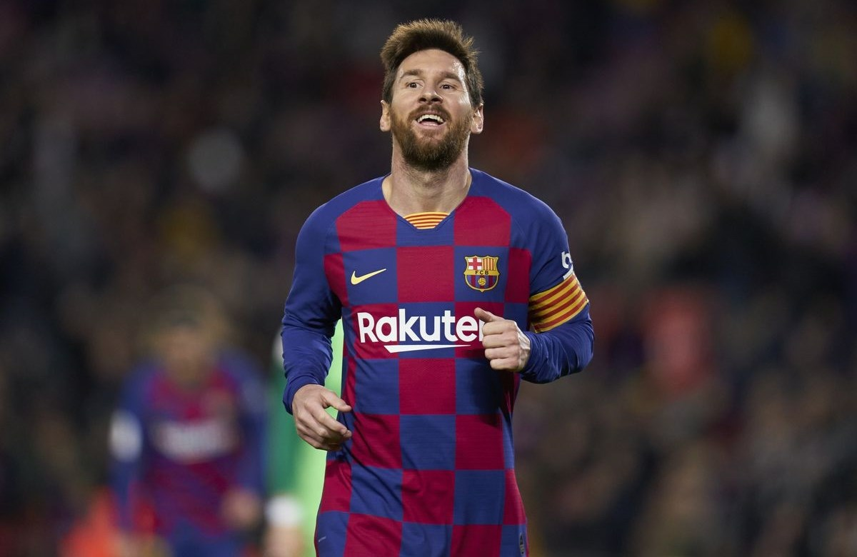 لاعبو برشلونة يقفون إلى جانب ناديهم