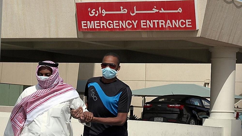الملك السعودي يفرض حظر التجول للحد من انتشار كورونا
