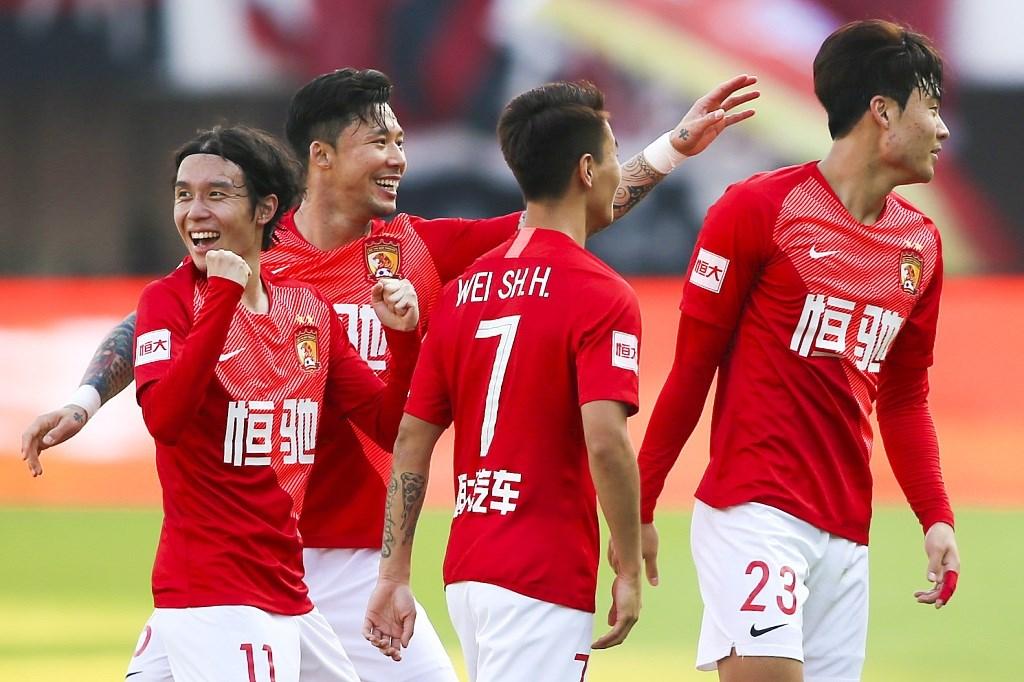 لاعبو دوري الكرة الصيني في الملاعب