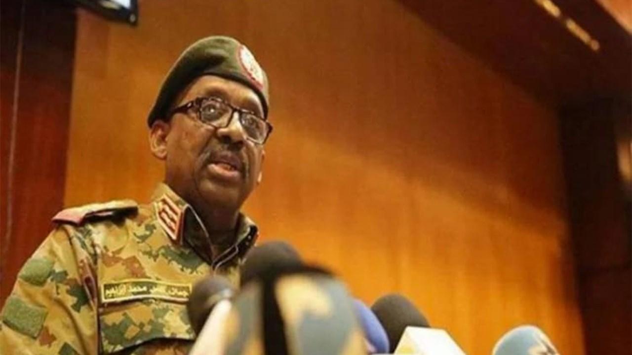 وفاة وزير الدفاع السوداني يذبحة قلبية