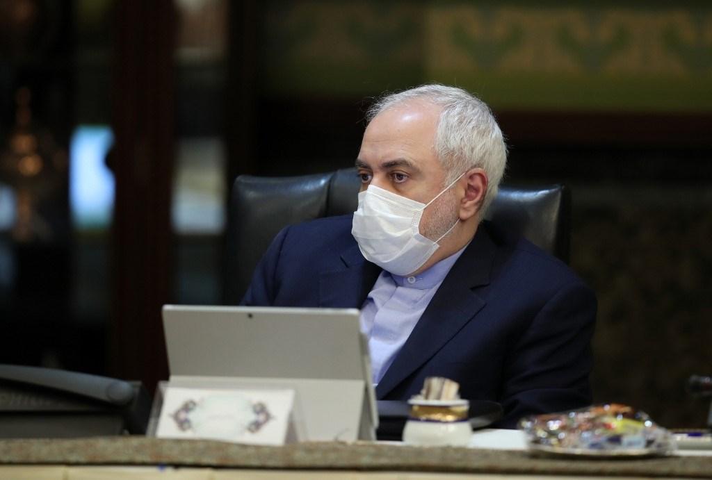 """ظريف يصف العقوبات الأميركية على إيران في ظل كورونا بـ""""جرائم حرب"""""""