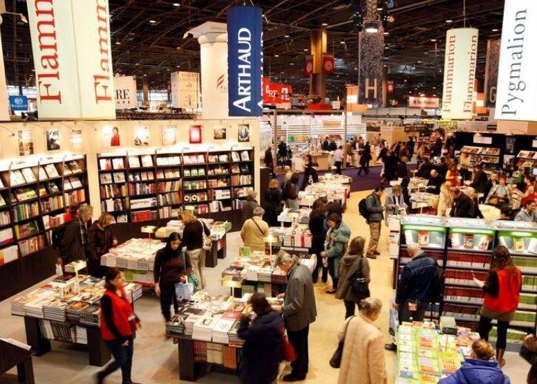 """كورونا """"يلغي"""" معرض باريس للكتاب"""