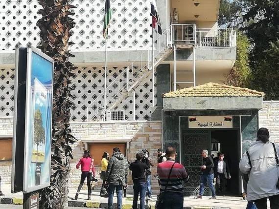 """""""حكومة بنغازي"""" تعيد فتح السفارة الليبية في سوريا"""
