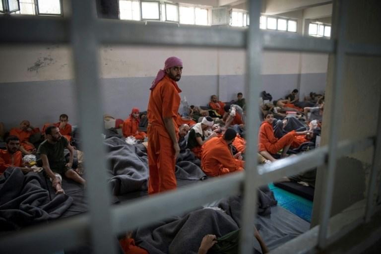 """أعداد الهاربين غير معروفة... سجناء """"داعش"""" يتمردون في الحسكة"""