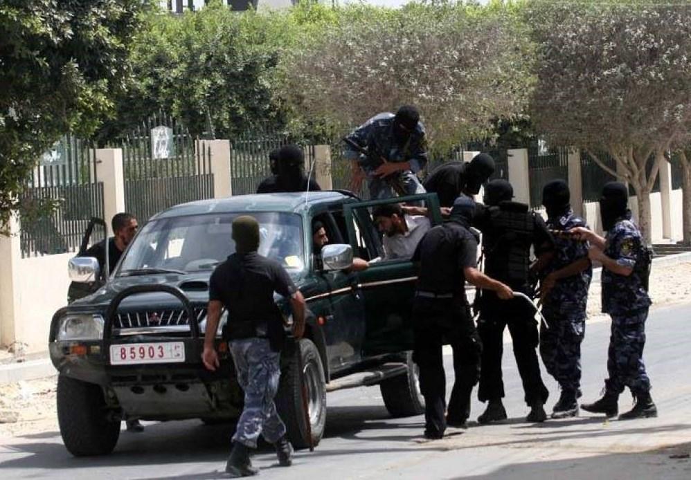 غزة: اعتقال عدد من عملاء الاحتلال... وفصائل المقاومة تثمّن