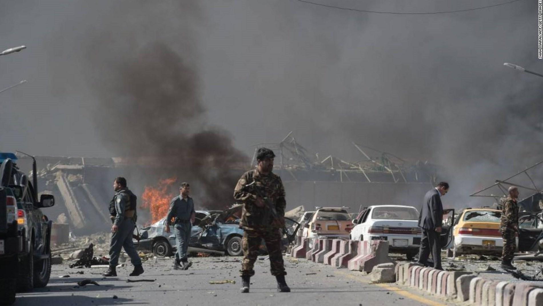 """لأول مرة من بعد """"اتفاقية السلام"""".. هجوم لطالبان وضربة جوية أميركية"""