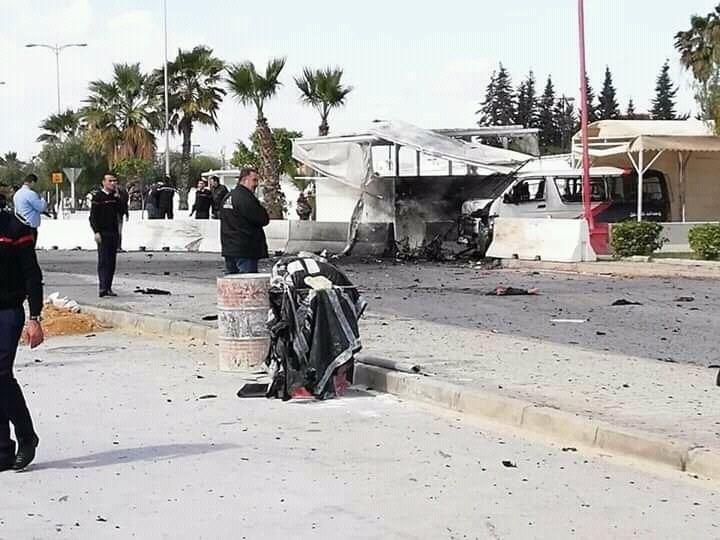 استشهاد ضابط ووقوع جرحى بتفجير انتحاري قرب السفارة الأميركية في تونس