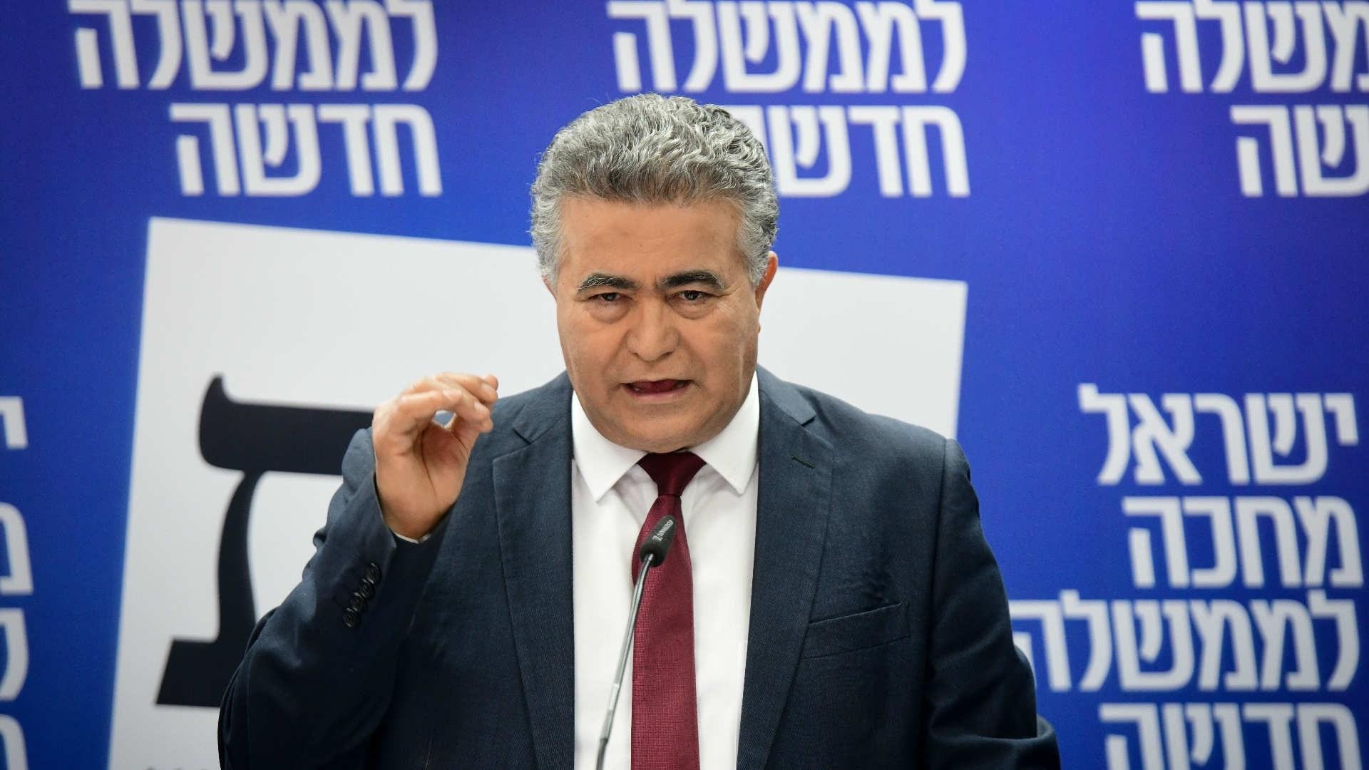بيرتس يعلن اتفاقه مع غانتس على تشكيل حكومة إسرائيلية جديدة