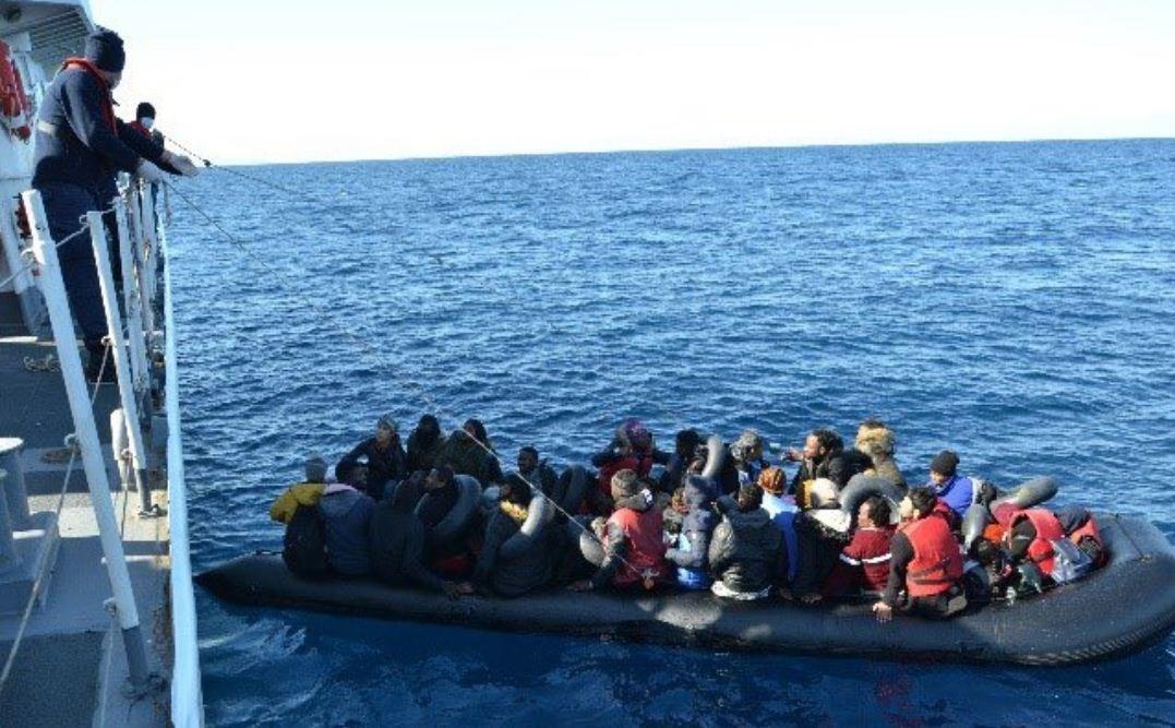 إردوغان يأمر خفر السواحل بمنع المهاجرين في تركيا من عبور بحر إيجه